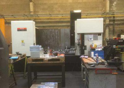 Centre D'Usinage Mazak Vtc 300C Xyz 2000 X 760 X 660 Broche 12 000 Tours Et Pendulaires, 30 Outils par ALM Industry à Courcelles en Belgique